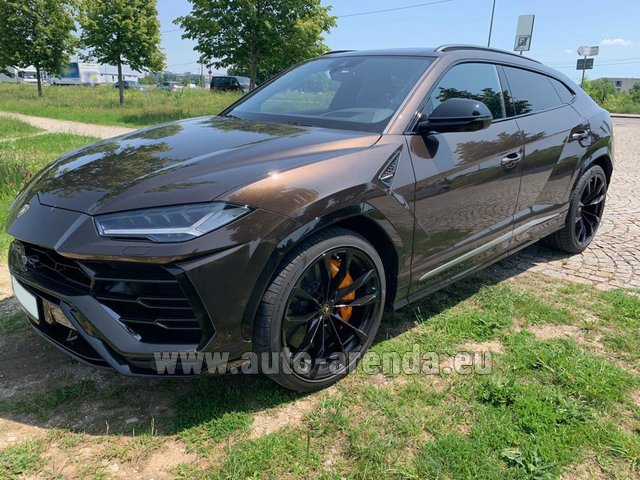 Hire and delivery to Zurich airport the car Lamborghini Urus
